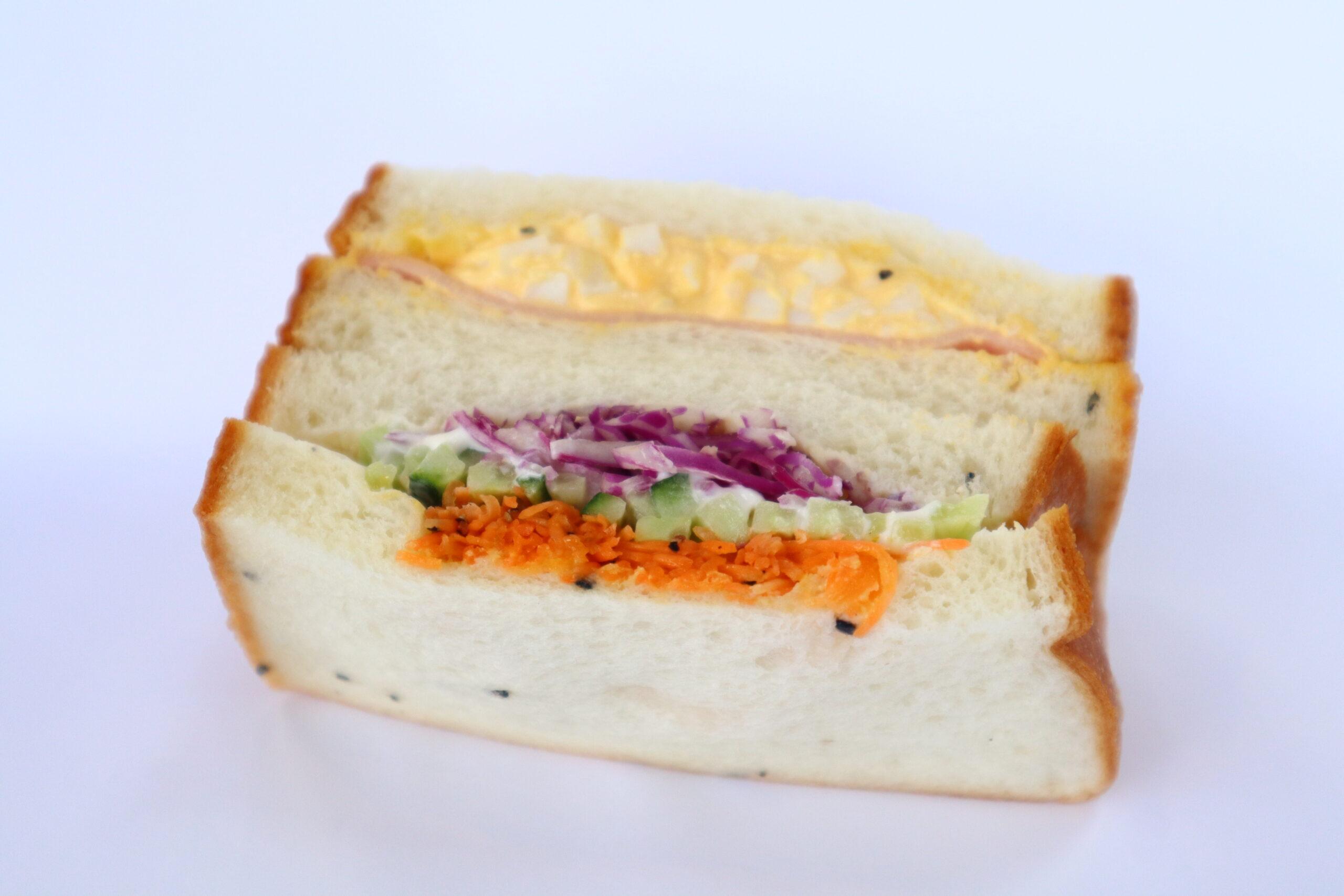ごま食パンのサンドイッチハムたまご&野菜サンド